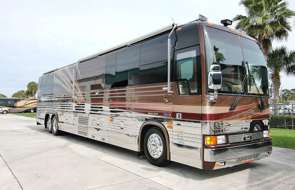 prevost single men 2003 prevost xlii single slide motorhome royale interior conversion bus 49253 amenity list - series 60.