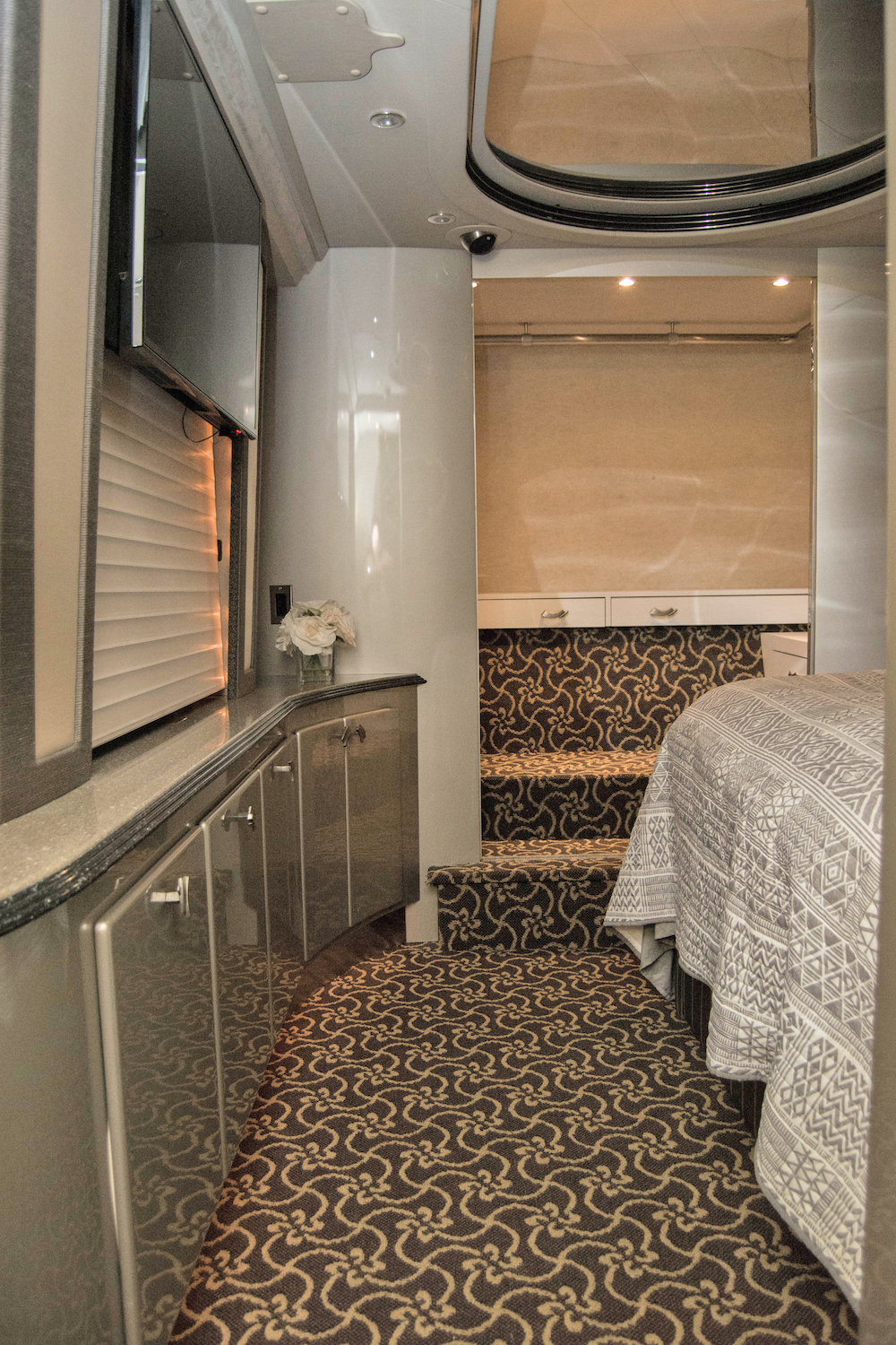 2004 Prevost Country Coach XLII For Sale