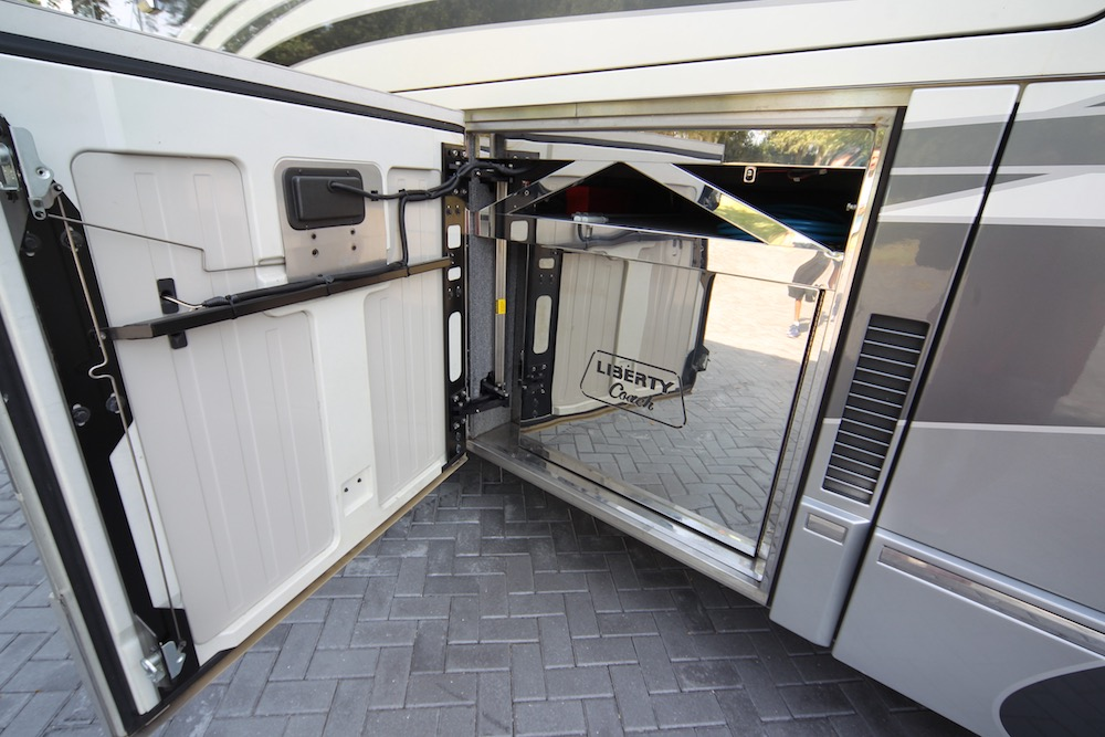 2005 Prevost Liberty H3-45 For Sale