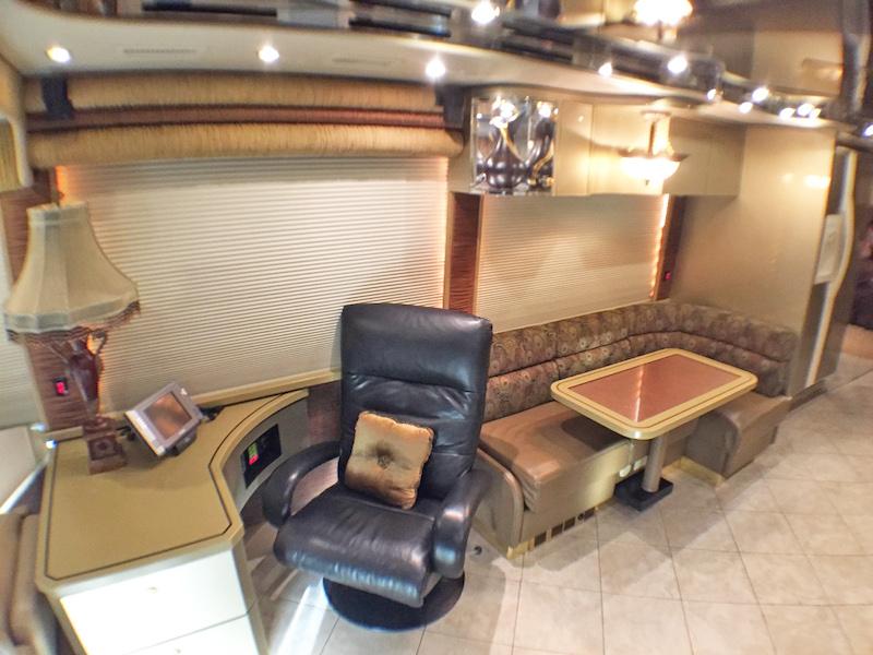 2006 Prevost Featherlite H3-45Double Slide # 079