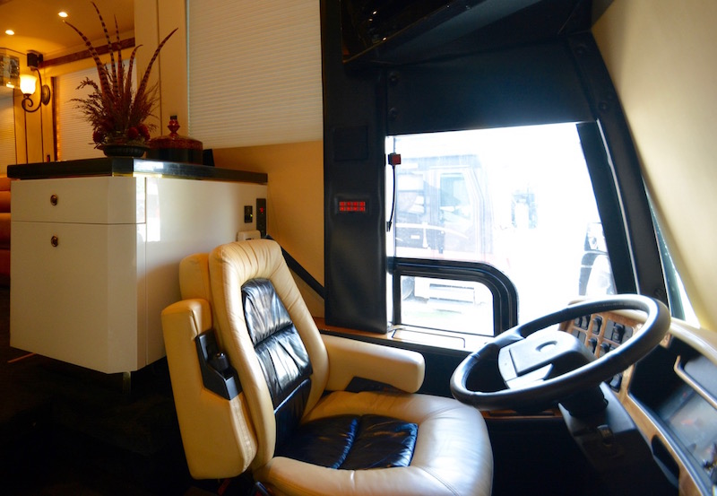 2005 Prevost Featherlite H3 45double Slide