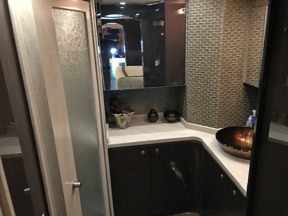 2009 Prevost Featherlite H3-45 For Sale
