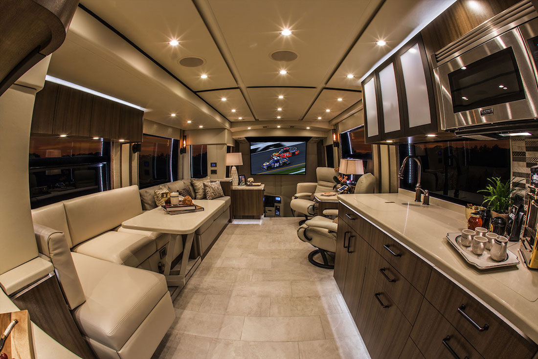2018 Prevost Featherlite H3 45double Slide 3105