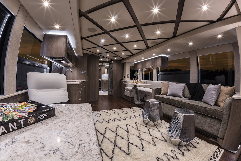 2018 Prevost Featherlite H3-45 For Sale