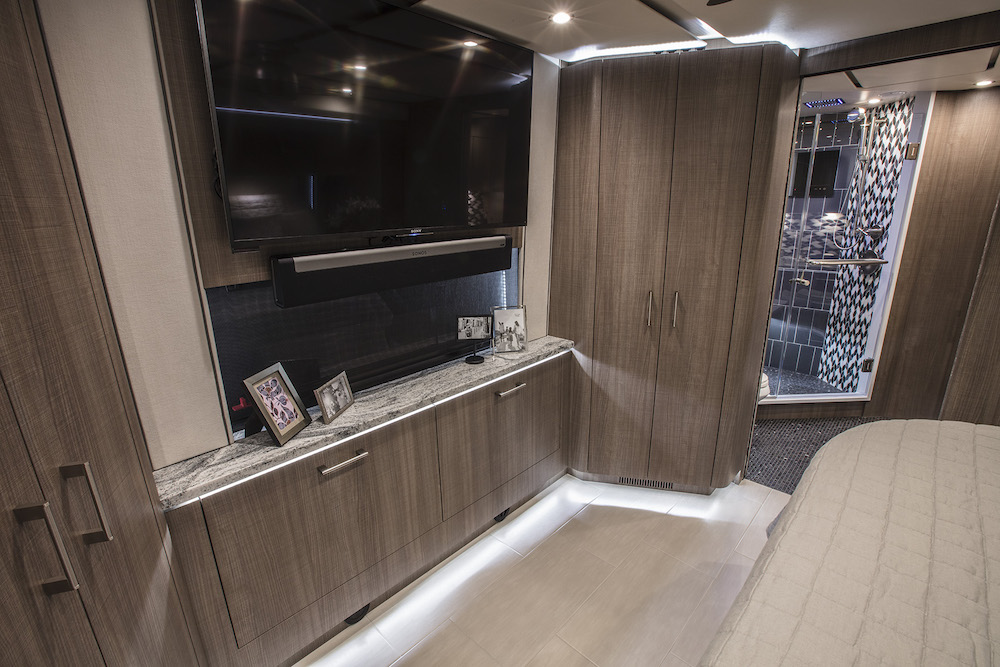2019 Prevost Featherlite H3-45 For Sale