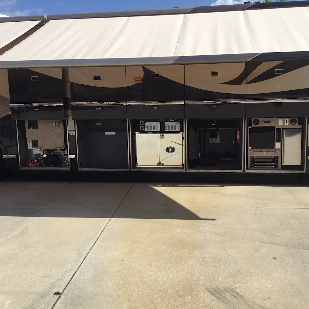2003 Prevost Featherlite H3-45 For Sale
