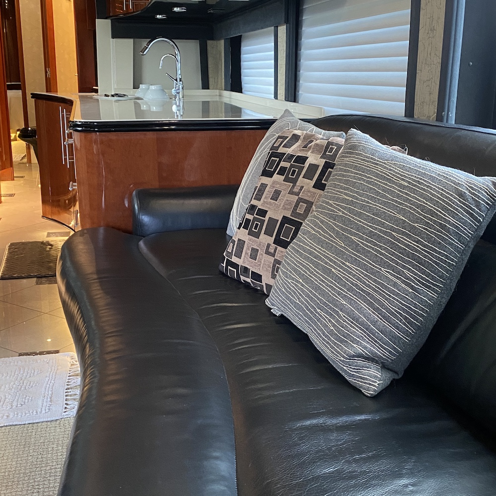 2005 Prevost Legendary XLII For Sale